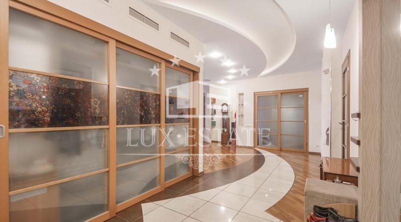 4-комнатная квартира в заселённом новострое в самом центре Харькова