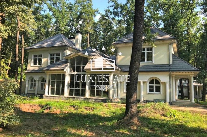 Продам элитный дом в коттеджном городке Лесопарк