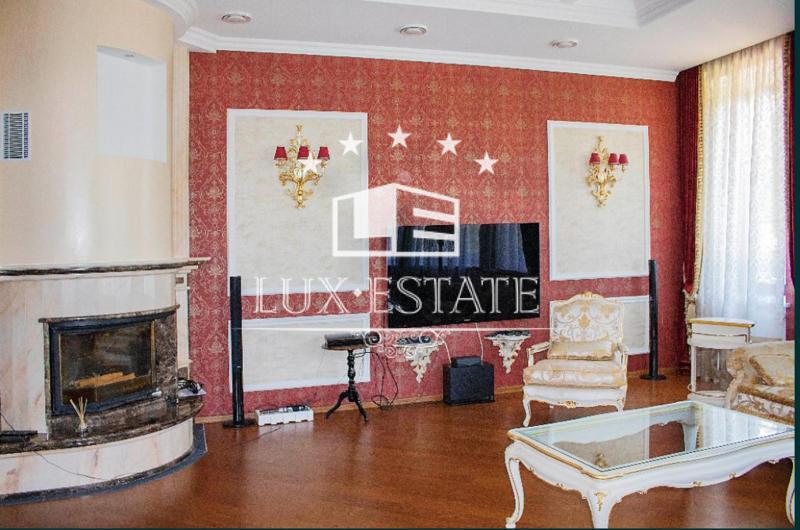 В продаже роскошная усадьба из двух домов в элитном районе – Шатиловка.