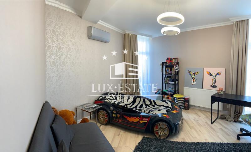"""Дизайнерская 4-комнатная квартира в ЖК """"Ультра"""""""