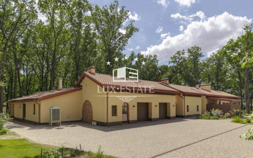 Уникальный дом в дубовом лесу ( Белгородское шоссе) г.Харьков