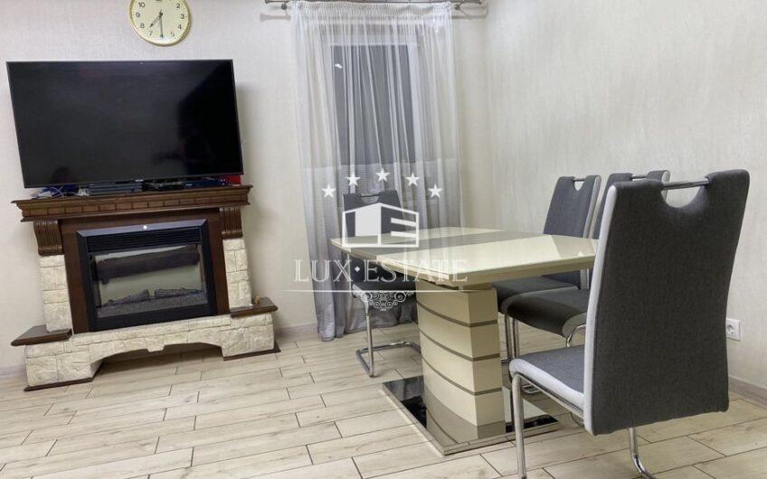Продам двухэтажный дом с евро-ремонтом в центре, спуск Веснина.